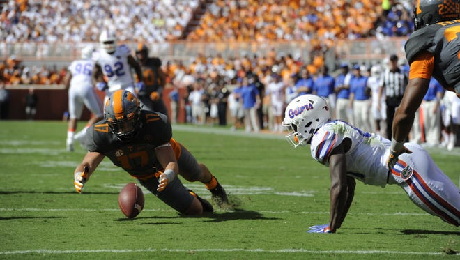 Tennessee linebacker Dillon Bates (17) recovers a fumble by Florida during the first half at Neyland Stadium on Saturday, Sept. 24, 2016.