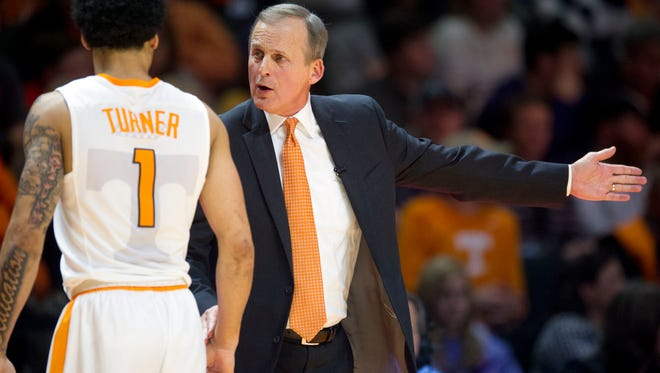 Tennessee head coach Rick Barnes talks with Lamonté Turner during the game against Tennessee Tech at Thompson-Boling Arena on Tuesday, December 13, 2016. Tennessee defeats Tennessee Tech 74-68.
