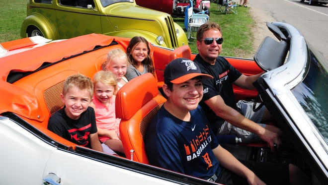 Excited to go out on the Hines Cruise are Regner family (Back seat) from Canton and Curr family from Livonia in their '69 Camaro.