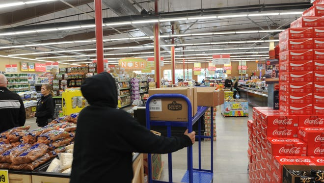 Grocery store workers in Oxnard will receive $1,000 after a recent City Council vote.