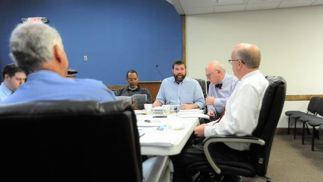 Town manager Matt Settlemyer goes over his recommended 2018-19 budget with elected officials at a workshop on April 19.