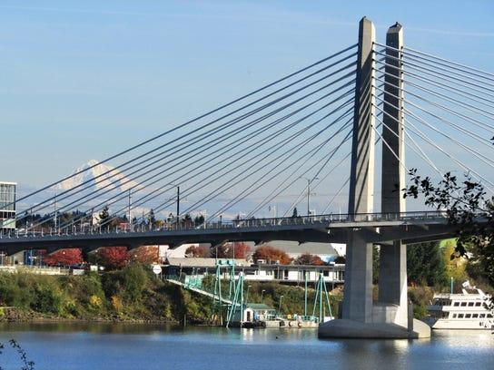Portland Tilikum Crossing and Mt Hood