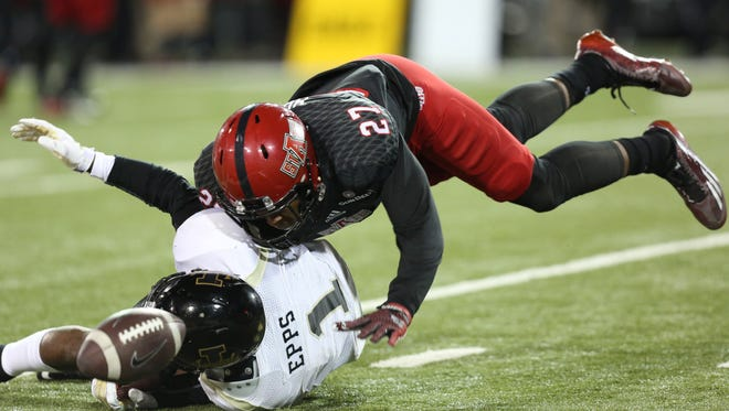 Arkansas State defensive back Money Hunter (27) defends a pass intended for Idaho Vandals wide receiver Dezmon Epps (1) during the fourth quarter at Centennial Bank Stadium. Arkansas State defeated Idaho 49-35.
