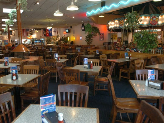 Fudruckers' interior in May 2009.