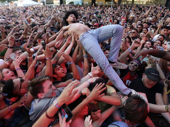 El Pasoan Evander Griiim crowd surfs from the Franklin