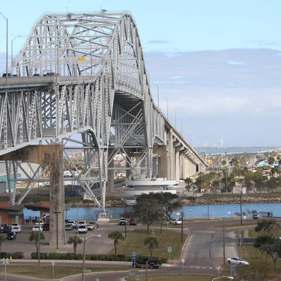 Feds may pull funding for Harbor Bridge project