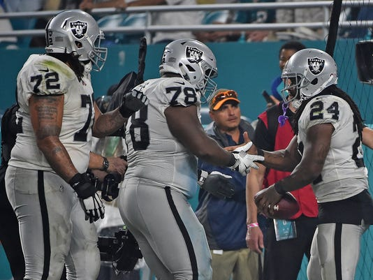 717fe7f78 Oakland Raiders get 2 TDs from Marshawn Lynch to beat Miami Dolphins
