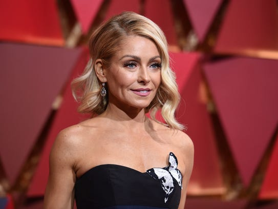Kelly Ripa arrives at the Oscars at the Dolby Theatre