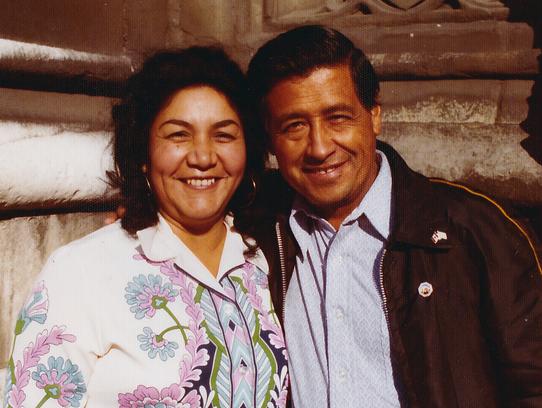Foto de archivo de Helen Chávez (izq.) a lado de su