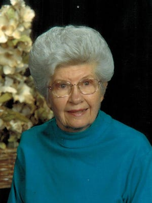 Clara Lou Kahler (Moss) passed away June 17, 2015 at Lighthouse Eldercare Assisted Living Facility in Fort Collins, CO, with her daughters by her side.