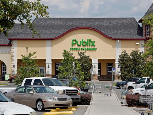 The front of a Publix supermarket.