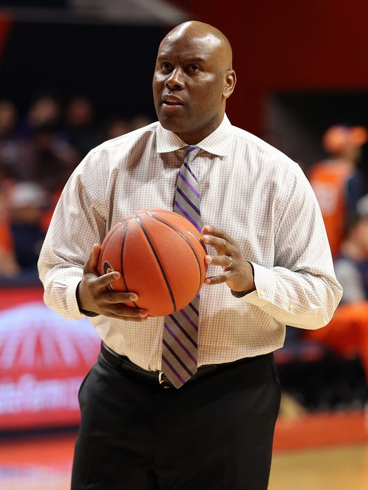 636335570993890265-MJS-COLLEGE-BASKETBALL--FEB-21-Northwestern-at-Illinois.jpg