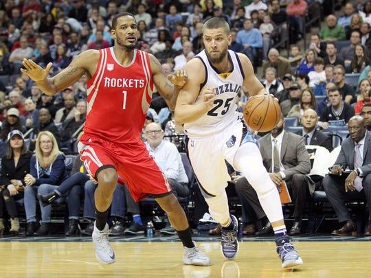Dec 23, 2016;  Memphis Grizzlies forward Chandler Parsons (25) drives against Houston Rockets forward Trevor Ariza (1) during the first half at FedExForum.