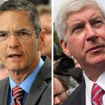 Democratic challenger Mark Schauer holds a 45%-43% lead over Republican Gov. Rick Snyder in a national election poll released Thursday by USA TODAY.