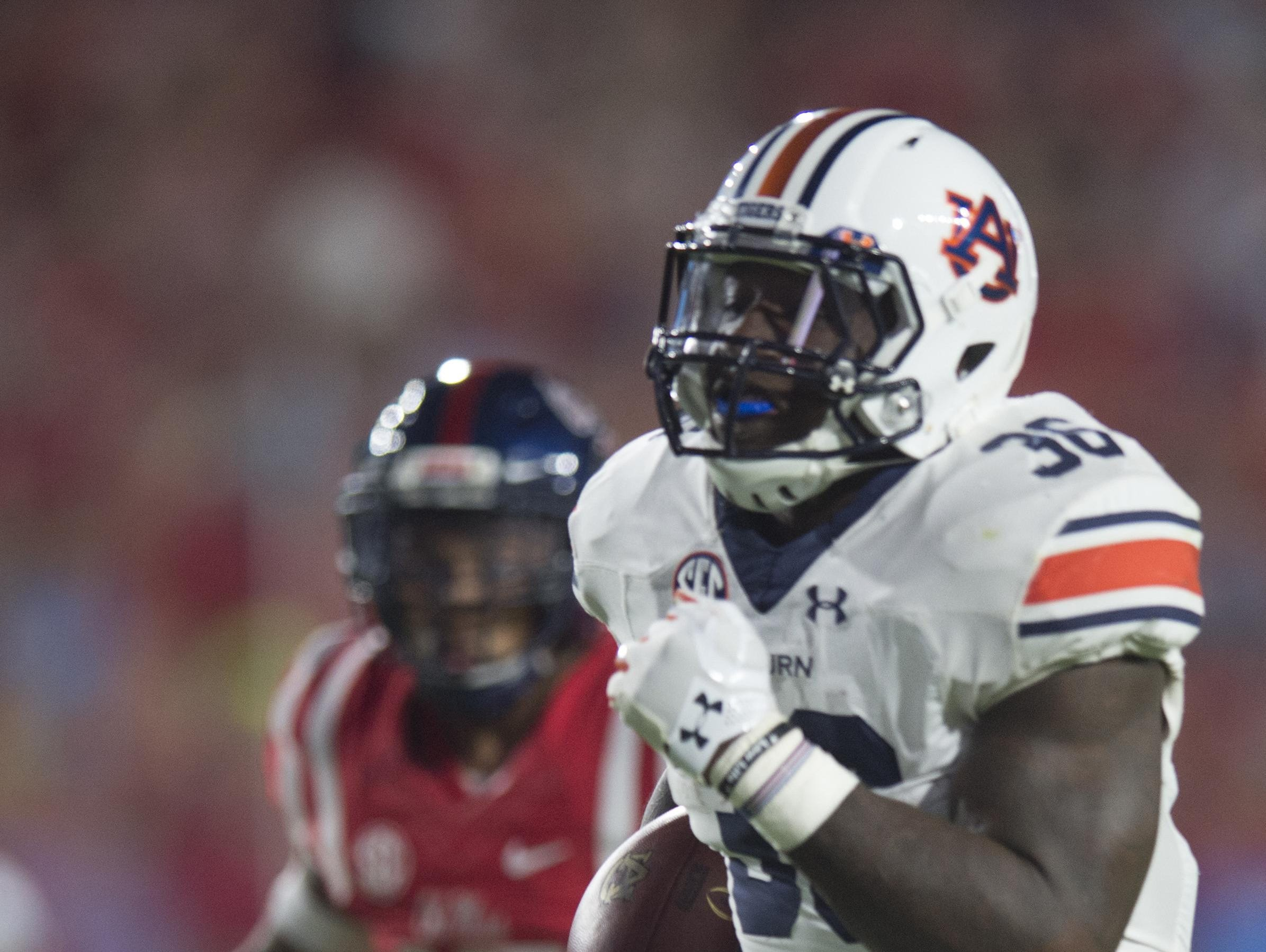 Auburn running backs coach Tim Horton has coached Heisman Trophy finalists at tailback but Kamryn Pettway is his first husband and father.