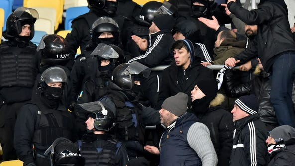 Besiktas supporters clash with riot police officers