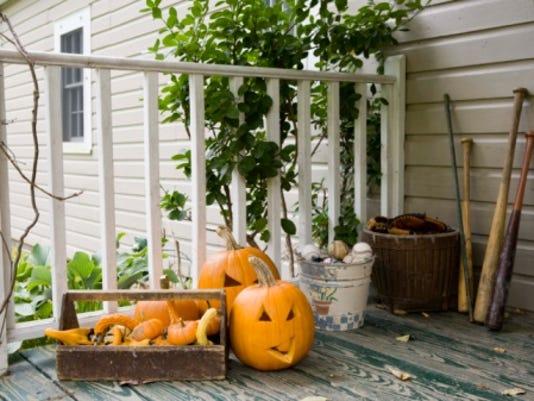 halloween porch.jpg