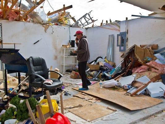 635881215413603195-Tornado-clean-up-02.jpg