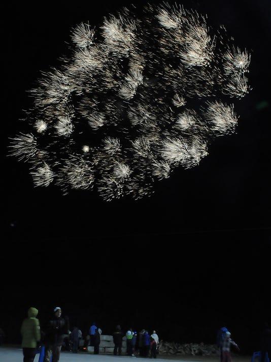 -DCN 0107 new years eve 9.jpg_20150102.jpg