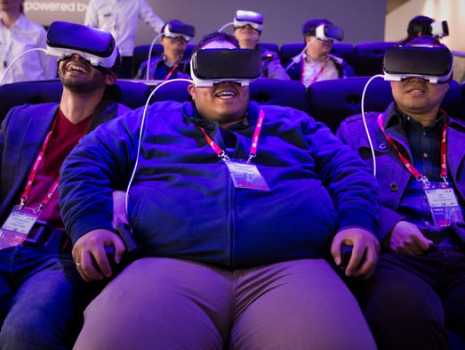 People react as they use the new Samsung Gear 360,