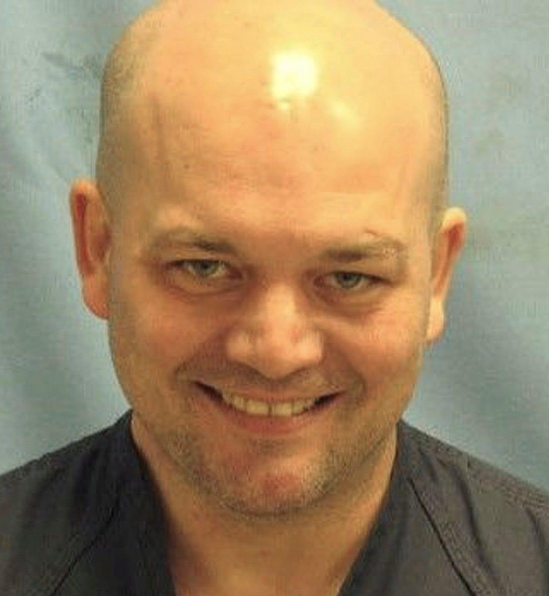 FBI: Man shot outside of Arkansas Air Force base dies - 635701637772182583-Air-Force-Base-Gate-S-Weig