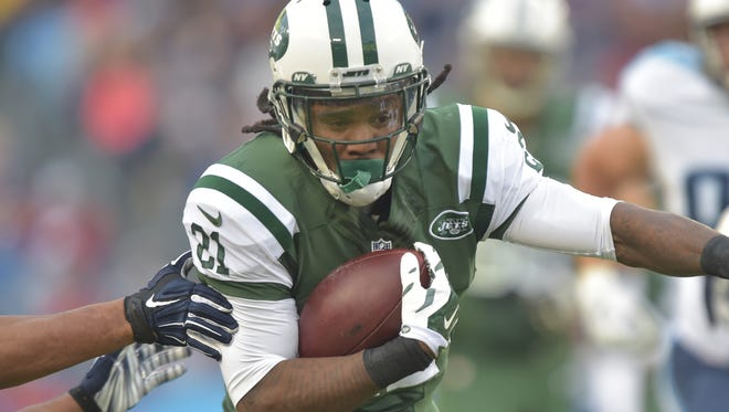Dec 14, 2014: New York Jets running back Chris Johnson (21) carries the ball against the Tennessee Titans during the first half at LP Field.