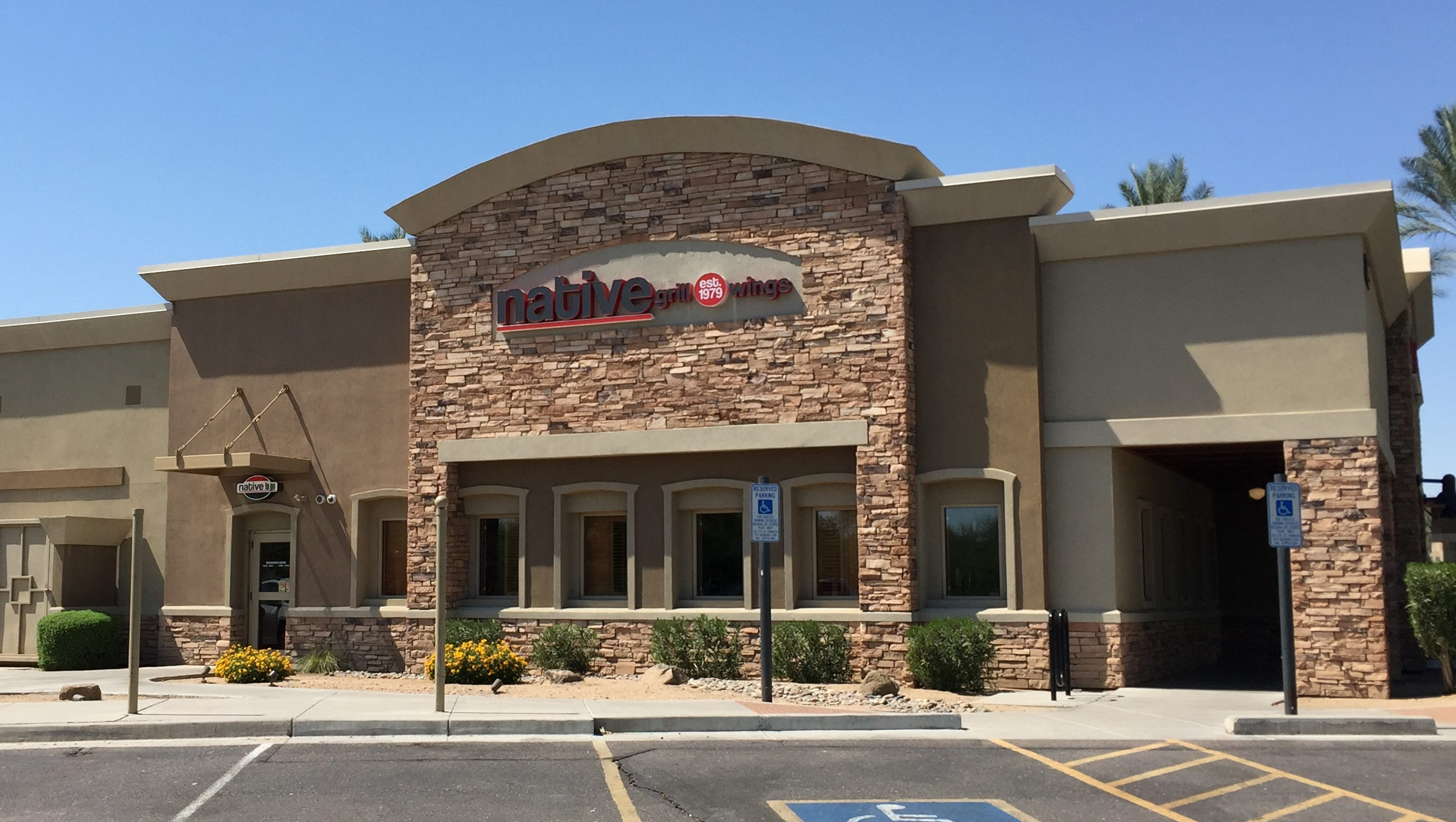 Native grill wings on alma school road in chandler to for Today s interiors phoenix