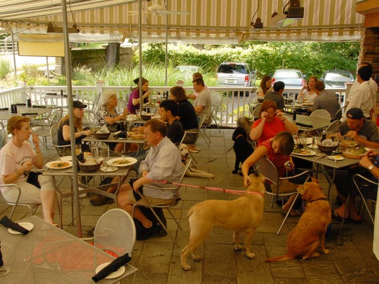 Gladstone Tavern will host its annual Dine With Your Dog fundraiser on Aug. 28.