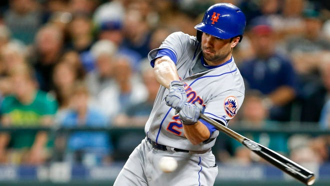The Brewers acquired second baseman Neil Walker from the N.Y. Mets on Saturday