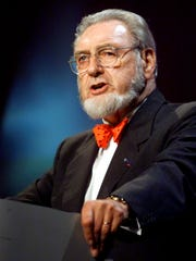 Former U.S. Surgeon General C. Everett Koop speaks at the closing ceremonies of the World Conference on Tobacco or Health in Chicago on Aug. 11, 2000.