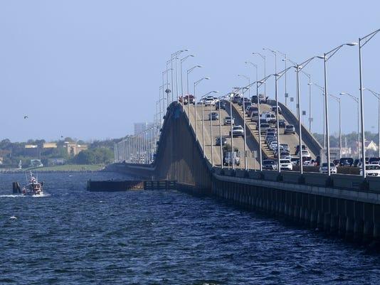 635718003000160754-PNJBrd-04-01-2015-NewsJournal-1-A003-2015-03-31-IMG-bridge-jumper-2.jpg-1-1-DKACNBP2-L588722304-IMG-bridge-jumper-2.jpg-1-1-DKACNBP2