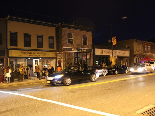 Cars pass a darkened Bellevue Avenue during the power