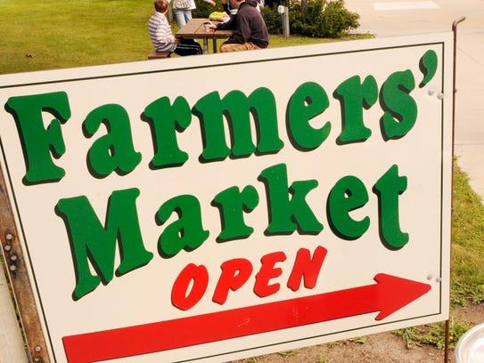 Manitowoc Farmers Market sign