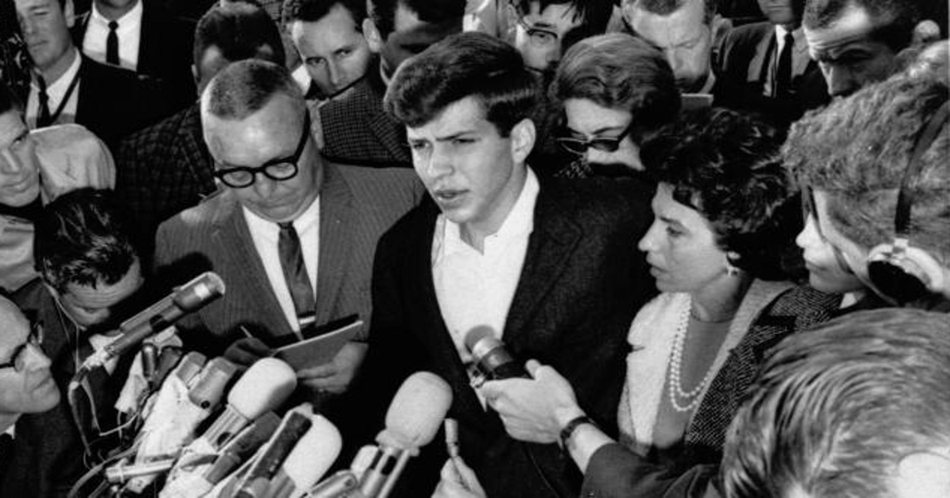 Frank Sinatra Jr , son of Ol' Blue Eyes, dies