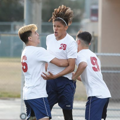 Playing with dyed hair and desperation, La Quinta advances to CIF quarterfinals