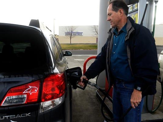-12082015_gas prices-a.jpg_20151208.jpg