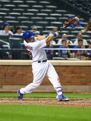 Mets catcher Travis d'Arnaud (18) doubles against the