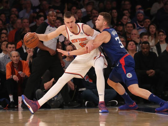 LA Clippers forward Blake Griffin (32) defends New