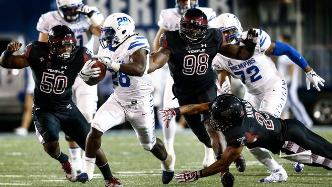 University of Memphis running back Doroland Dorceus (middle) runs past the Temple defense for a 71 yard touchdown during third quarter action at Liberty Bowl Memorial Stadium.