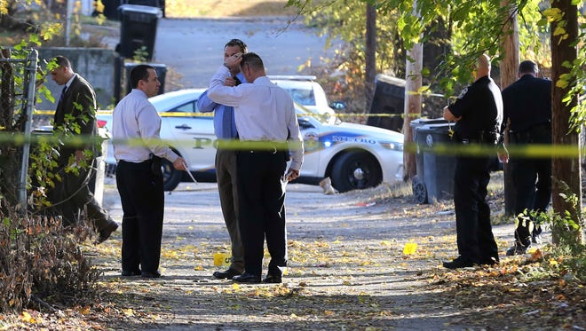 LMPD investigate a homicide in an ally between Wilson Avenue and St. Louis Avenue in the Park Hill neighborhood.November 18, 2016