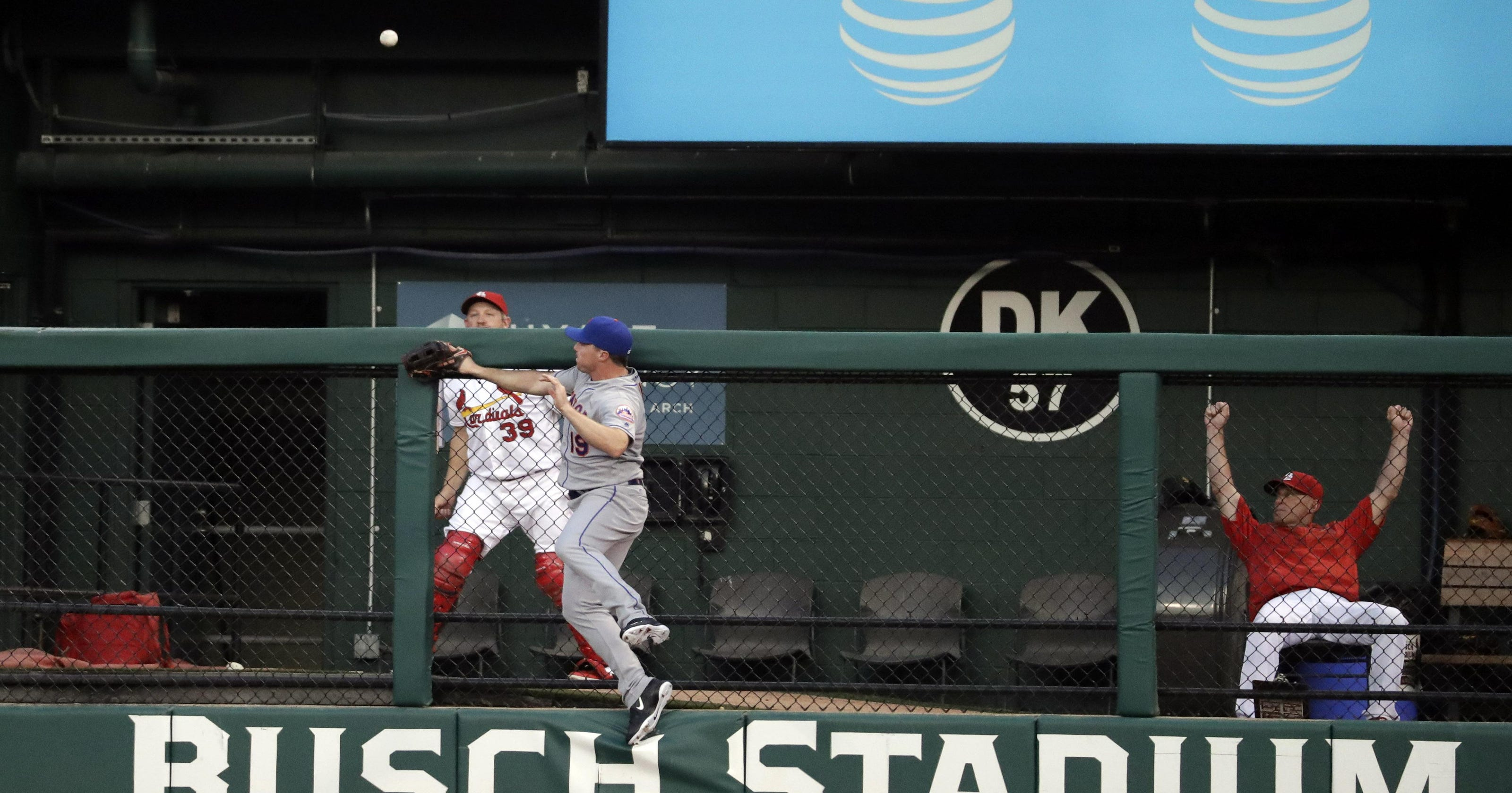 Mets fall to Cards 8-1 as Bruce exits early with cramp