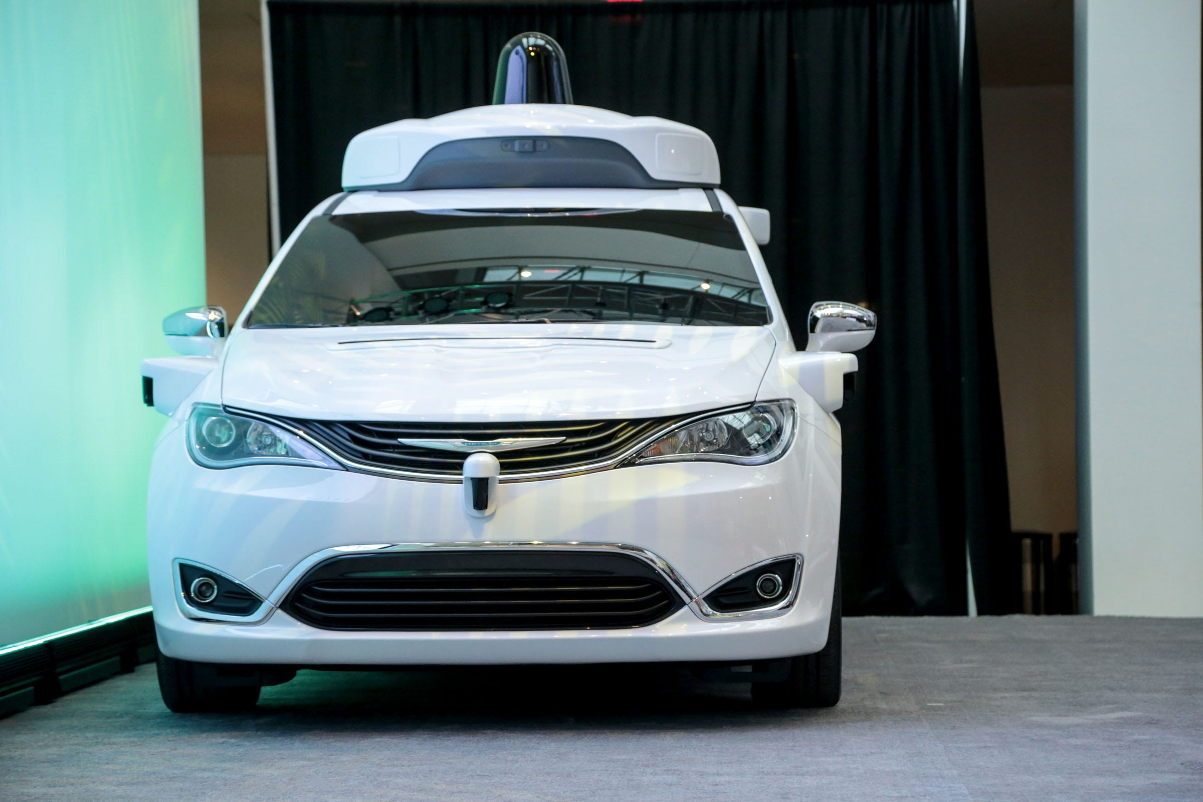 Chrysler 200: Conference Call