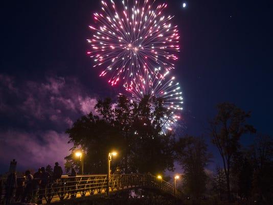 AP GROVELAND OAKS COUNTY PARK FIREWORKS A USA MI