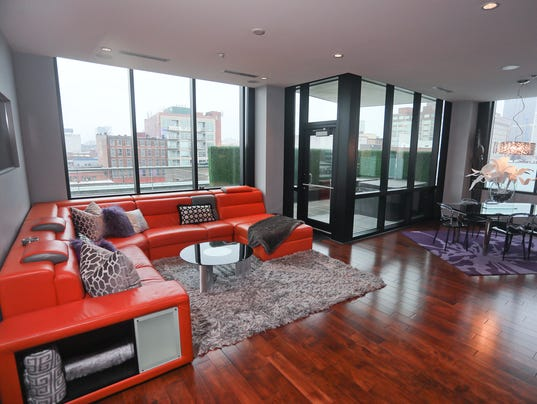 Contemporary Finishes Make Downtown Louisville Condo Decor Pop Home Of The Week