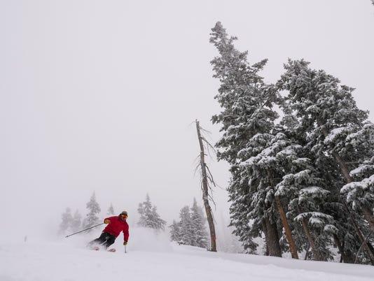 636512044236355772-unidentified-skier.jpg