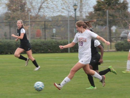 Clarksville High's Lexie Hayes (18) runs down the ball