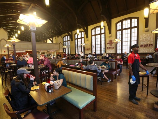 Students dine at the Suwannee Room on FSU's campus
