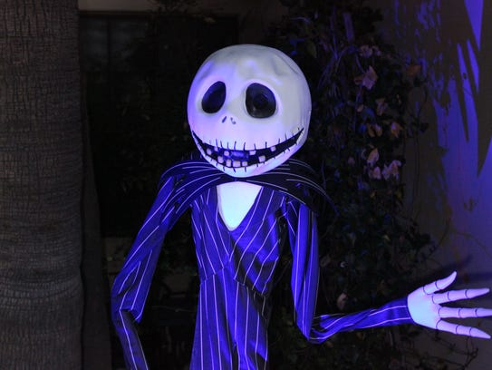 Sing along with the animatronic of Jack Skellington
