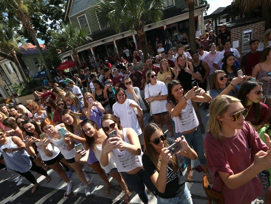 Students use their phomes to record FSU's annual Homecoming