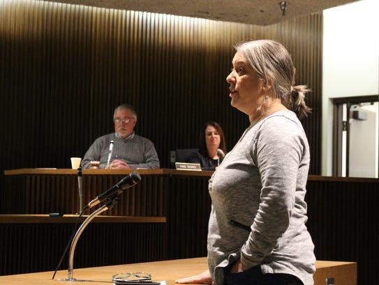 Mansfield resident Amy Burns speaks before Mansfield